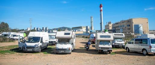 Algunas de las caravanas estacionadas en el solar que hay junto a las instalaciones de GESA.