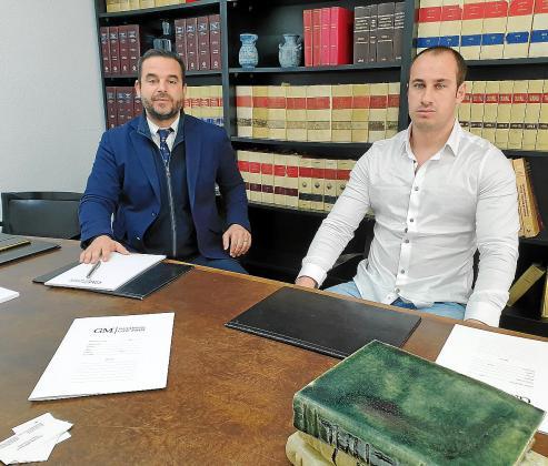 El abogado Gonzalo Márquez y su cliente, Rusi Ivanov, durante la entrevista concedida a Ultima Hora.