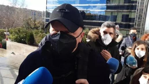 Francisco José Sanz González de Martos, conocido como Paco Sanz, a su llegada a la Audiencia Provincial donde se sienta en el banquillo acusado de estafa fingiendo tener más de 2.000 tumores - EUROPA PRESS