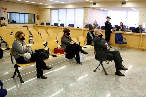 El extesorero del PP Luis Bárcenas durante el juicio por la presunta caja 'b' del PP, que comienza este lunes, en San Fernando de Henares, Madrid.