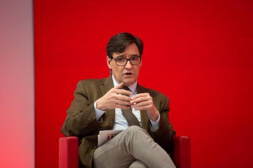 El candidato del PSC a las elecciones catalanas, Salvador Illa, en un encuentro digital acompañado de la ministra de Asuntos Económicos y Transformación Digital, Nadia Calviño en la sede del PSC, en Barcelona.