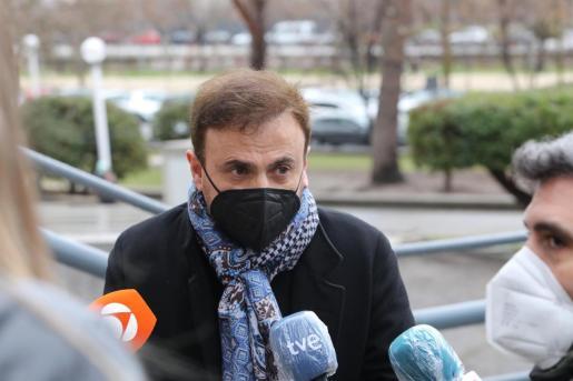 El cómico José Mota, a su llegada como víctima de estafa a la segunda sesión del juicio a Paco Sanz, acusado de estafar fingiendo tener más de 2.000 tumores, en la Sección Sexta de la Audiencia Provincial de Madrid.