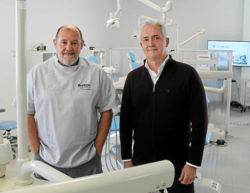 Gabriel González y Diego González, compañeros de pupitre en Málaga, fundaron la Academia Dental de Mallorca en 1993.