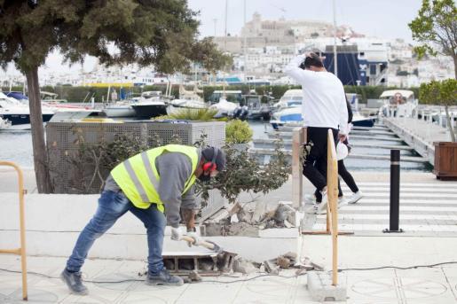 Vista de las obras en el puerto de Ibiza.