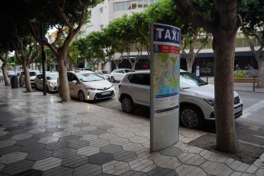 Parada de taxis de la avenida Bartolomé Roselló.