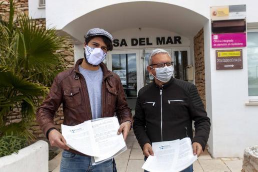 Juan Olmos y Joan Roig, ayer, momentos antes de su reunión con el delegado del Gobierno.