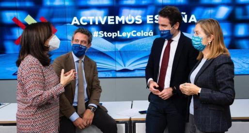El secretario general del PP, Teodoro García Egea, junto a Jaime de Olano, Ana Pastor y Sandra Monero, anunciando una recogida de firmas contra la Ley Celaá.