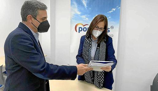 José Vicente Marí Bosó entregó anoche sus avales en la sede del PP