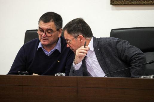 Josep Marí Ribas y Ángel Luis Guerrero, en una imagen de archivo durante una sesión plenaria.
