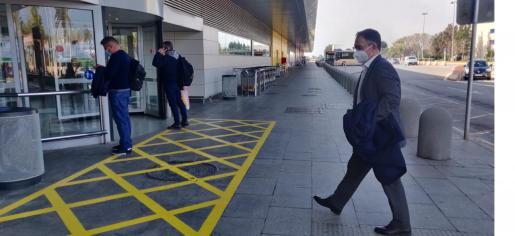 'Agustinet', ayer, entrrando en el aeropuerto con destino Palma.