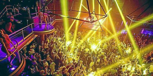 Imagen de archivo del interior de una discoteca de Ibiza antes de la pandemia.