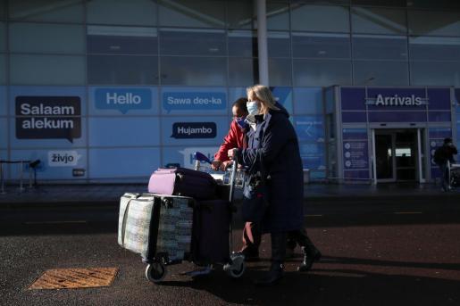 Pasajeros en el aeropuerto de Birmingham.