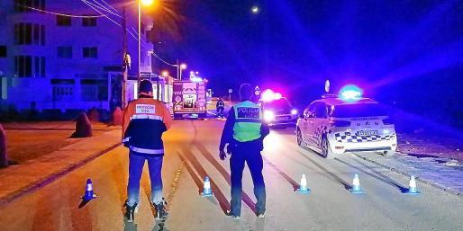La Policía Local de Sant Josep acotó la zona para facilitar el trabajo de los bomberos.