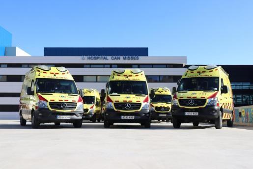Imagen de la flota de ambulancias en Ibiza que se presentaron en marzo del año pasado.