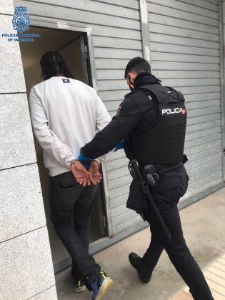 Al detenido le constan numerosos antecedentes y se encuentra en situación irregular en territorio español.