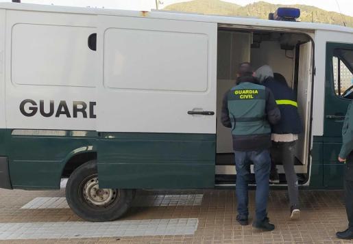 La Guardia Civil detiene al presunto autor de un robo con violencia en Santa Eulalia.