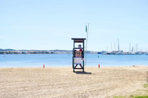 Servicio de socorrismo en una playa del municipio.