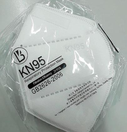 Sin certificado europeo. El modelo KN95 no tiene el marcado de la Unión Europea. Según la resolución de 28 de septiembre de 2020 de la Secretaría General de Industria y la Pequeña y la Mediana Empresa, esta mascarilla ya no se puede comercializar, pero sí se puede utilizar si ha sido adquirida durante el año 2020.