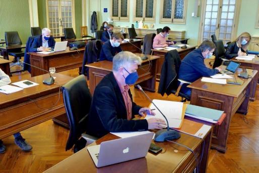 Imagen de la Comisión de Turismo y Trabajo del Parlament balear.