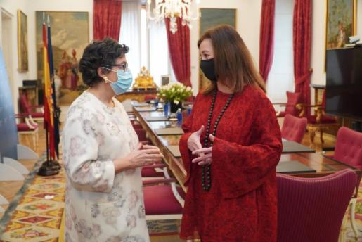La presidenta del Ejecutivo balear, Francina Armengol, reunida con la ministra de Asuntos Exteriores, Arancha González Laya.