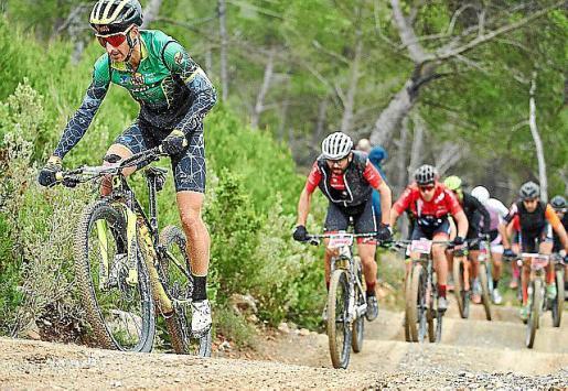 Una imagen de la edición anterior de la Vuelta a Ibiza en BTT.