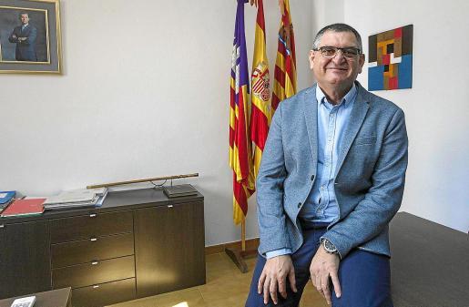 Ángel Luis Guerrero, ayer, en su despacho del Ayuntamiento de Sant Josep .