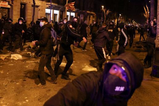 Imagen de un momento de los disturbios en Barcelona.