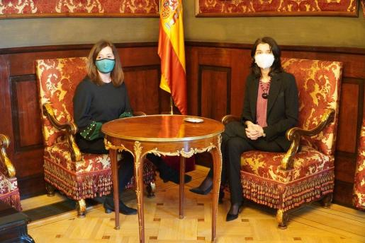 La presidenta del Govern, Francina Armengol, se ha reunido con la presidenta de la Cámara Baja, Pilar Llop.