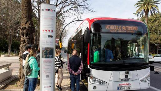 El autobús circula a una velocidad máxima de 18 kilómetros por hora, aunque «puede alcanzar mayor velocidad».