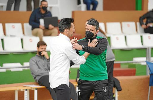 Raúl Casañ y Gerard Albadalejo se saludan.