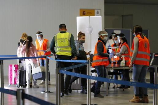 Las medidas sanitarias para entrar en Baleares se endurecen,