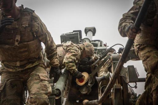 Un soldado de EEUU en la base militar de Al Qaim, situada en Irak, cerca de la frontera con Siria, durante las operaciones contra Estado Islámico en Baghuz.