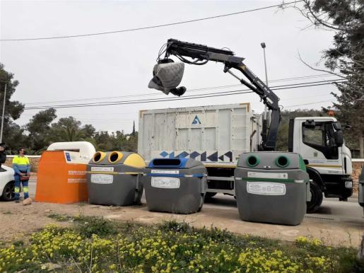 Sant Antoni impulsa una nueva campaña informativa para evitar los vertidos incontrolados de residuos voluminosos.