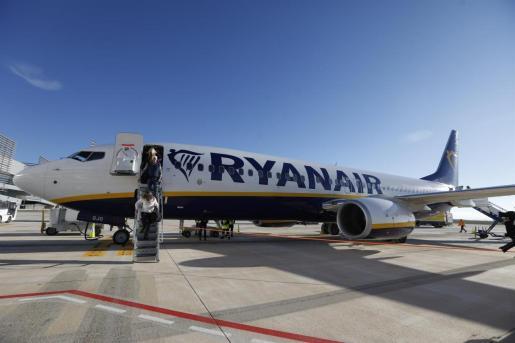 Archivo - Un avión de Ryanair. - Edu Botella - Europa Press - Archivo