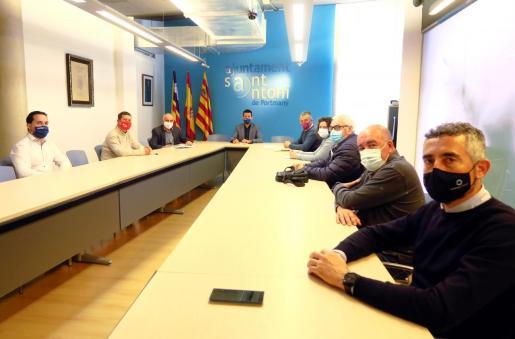Un momento de la reunión mantenida ayer en el Ayuntamiento de Sant Antoni