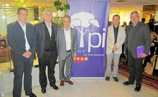 Los dirigentes del PI en las tres Islas presentaron el partido ayer en el Royal Plaza.