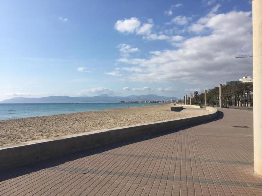 An der sonst so vollen Playa de Palma herrscht gespenstische Leere.Foto: as