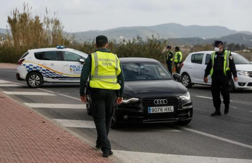 Control desplegado ayer en la entrada de Sant Antoni.
