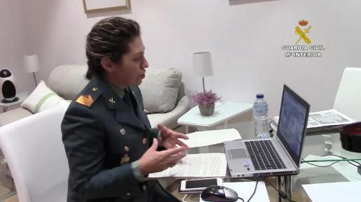La sargento Antonia Alanzol, durante su intervención.