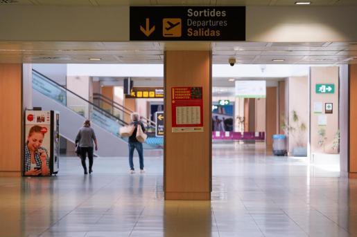 Imagen de archivo del aeropuerto de Ibiza vacío.
