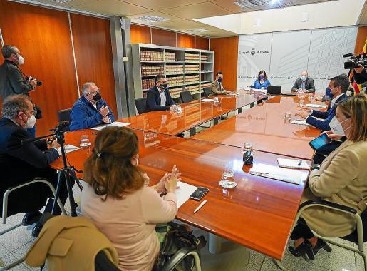 Reunion celebrada la semana pasada entre Armengol y las autoridades de la isla.