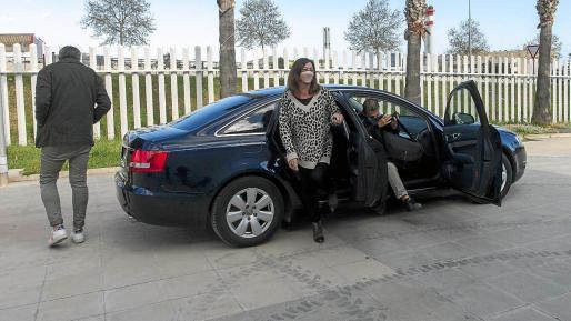 Francina Armengol, el pasado lunes a las 16.11 horas, a su llegada al Recinto Ferial directa de la comida de Can Botino.