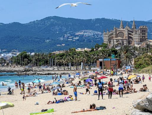 En junio de 2020 se dio un paso más en el proceso de desescalada y las playas se llenaron de gente.