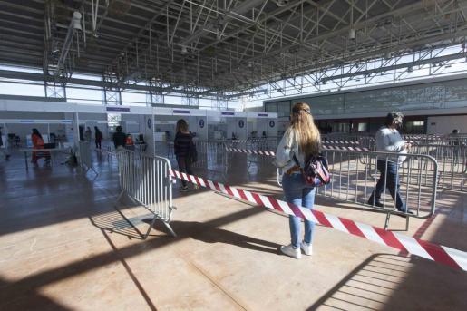 Imagen del pasado lunes 15 de marzo cuando come nazca la vacunación masiva en Ibiza y se suspendía horas más tarde.