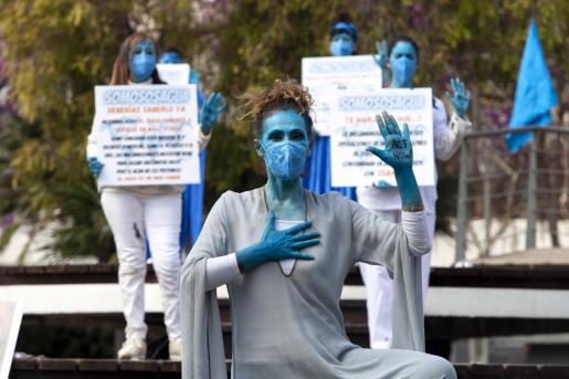Un instante de la 'performance' en el Parque de la Paz.