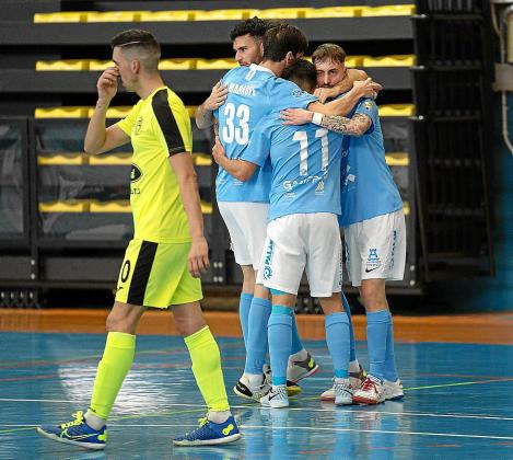 Charly, Marrupe, Parra y Delgado celebran uno de los goles de ayer.