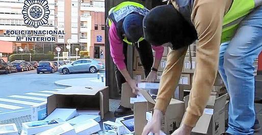 El operativo de la policía recuperó gran parte de las tablets y terminales robados por El Troll.