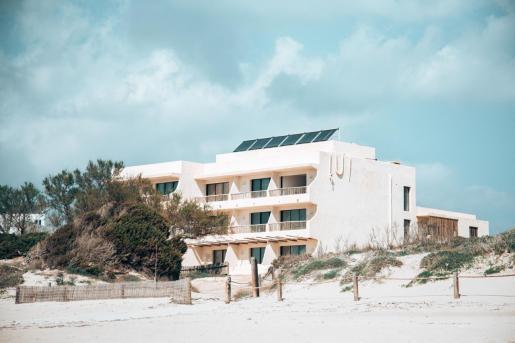 Casa Pacha Formentera tiene 14 habitaciones y un restaurante para 120 comensales. Está ubicado en Migjorn y abrirá en mayo.