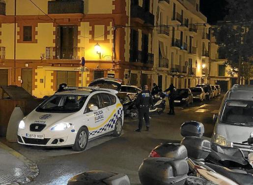 Imagen de archivo de una patrulla de la Policía Local de Ibiza.