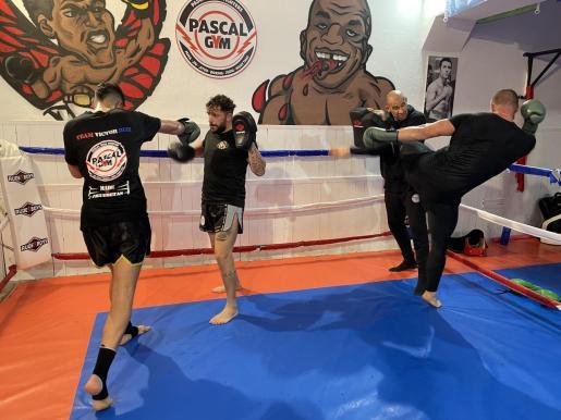Un entrenamiento de los luchadores de muay thai.